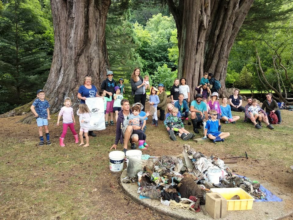 Community group removes rubbish from Lindsay Creek at Chingford Park, North East Valley