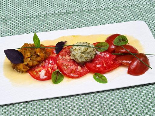 Variationen von der Tomate mit Beurre blanc und Schnittlauch-Eis