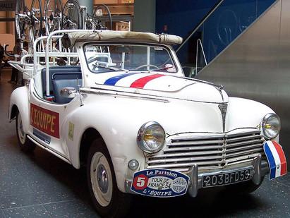 A bord de la Peugeot 203.A Tour de France