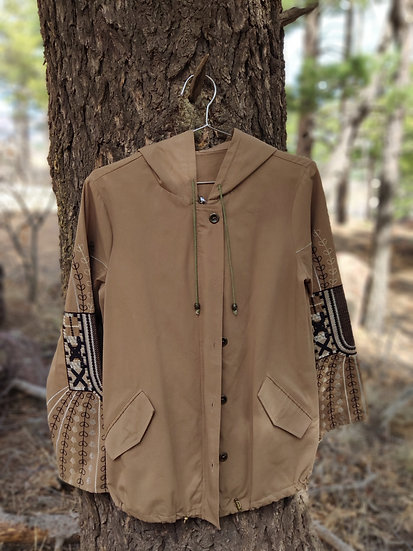 JACKET WITH EMBROIDERED SLEEVES