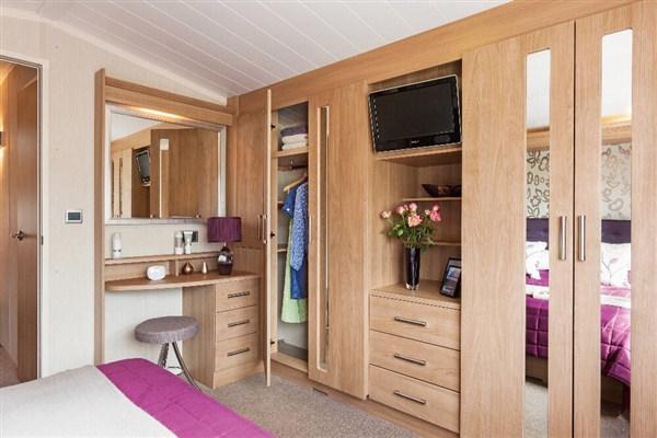 B9 main bedroom.jpg
