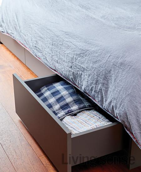 수납성을 높인 침대는 모두 코니페블. 커튼과 베딩은 바이트디자인