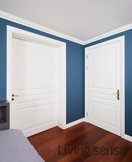 왼쪽에 엄마와 함께 쓰는 공용 화장실과 이어지는 문을 크게 내 개방감을 줬다.