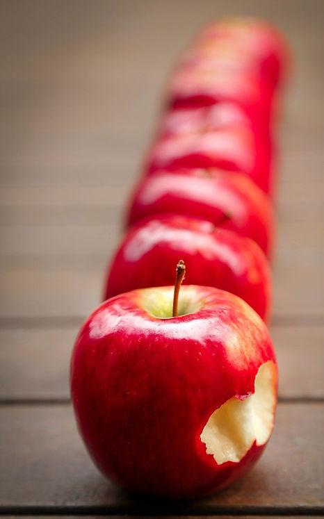 apples-634572_1920_edited.jpg