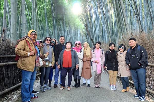 Another group in #bamboogroves #Arashiyama #kyoto 😍