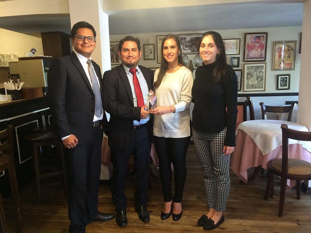 Equipo Sypsoft360 Ecuador recibe premio por innovación SAP Hana.