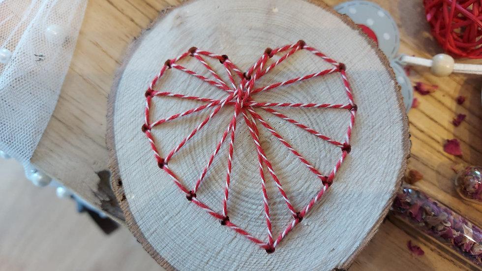 Herz auf Holzscheibe - Handarbeit Modell 1