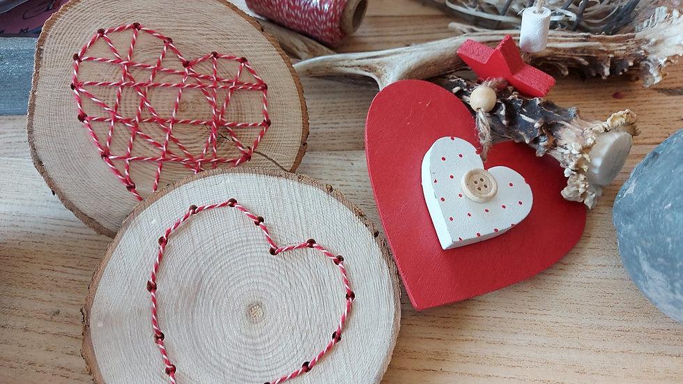 Herz auf Holzscheibe - Handarbeit Modell 3