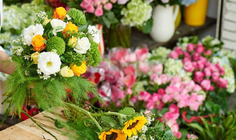 creative-florist-8WF6TLU%20(1)_edited.jpg
