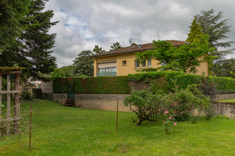 Jardin villa vendue dans le centre de Cluny par Story's Immobilier