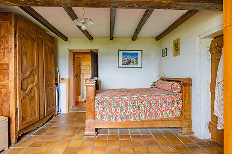Chambre dans à rénover proche de Cluny avec vues dégagées sur le Limouzin et le lac de Saint-Point