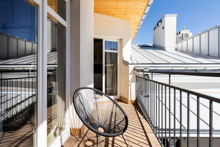 Balcon appartement vendu à Cracovie pour un investissement immobilier à Kazimierz par Story's Immobilier