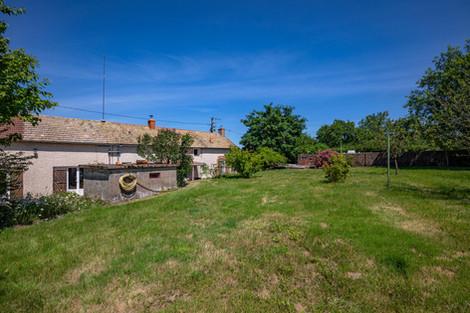 Jardin maison vendue aux portes du charolais St Bonnet par Story's immobilier