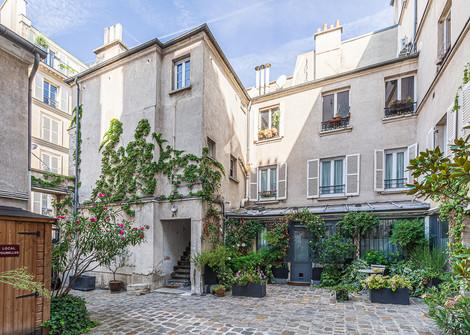 Cour immeuble appartement vendu rue de la folie méricourt à Paris par Story's Immobilier