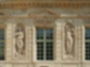 façade immeuble paris style empire statue
