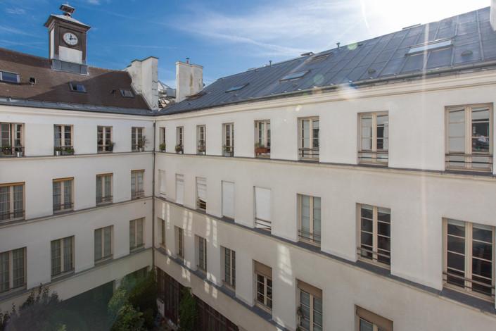 Cours immeuble appartement duplex à vendre rue Amelot Paris