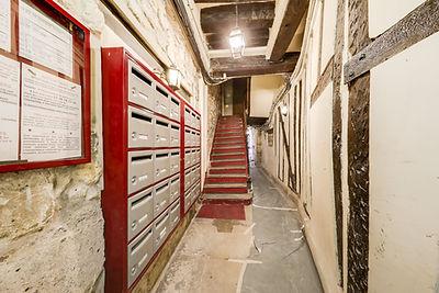 Hall studio vendu par Story's rue des Gravilliers Paris Marais