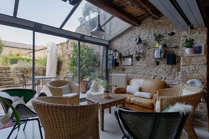 Salon et verrière maison romane à Cluny 71