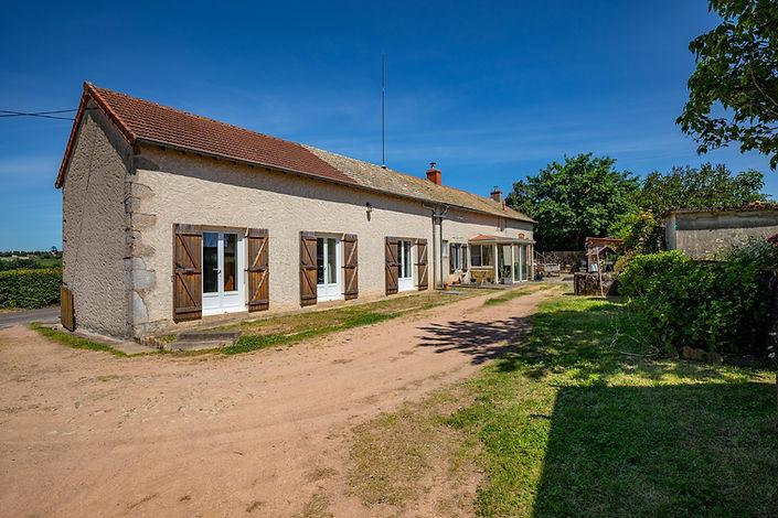 Façade maison vendue aux portes du charolais St Bonnet par Story's immobilier