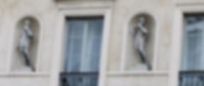 façade immeuble paris style restauration fenêtre architecture histoire statues