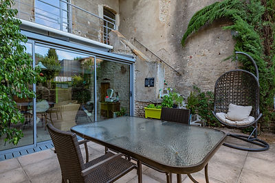 Terrasse et verrière maison romane à Cluny 71