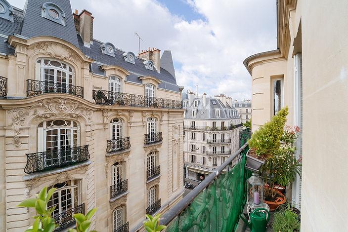 Vue balcon appartement vendu par Story's village levis Paris 17