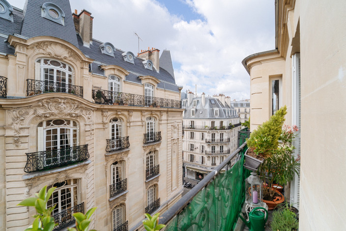 Vue balcon appartement vendu par Story's village levis Paris 17