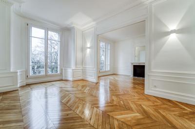 Séjour immeuble avenue Junot d'un appartement familiale à vendre par Story's Immobilier