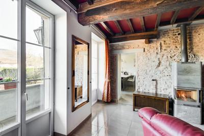Cheminée maison vendue dans le centre de Cluny par Story's immobilier