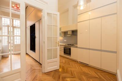 Entrée appartement de luxe avenue Andrássy à Budapest vendu par Story's Immobilier
