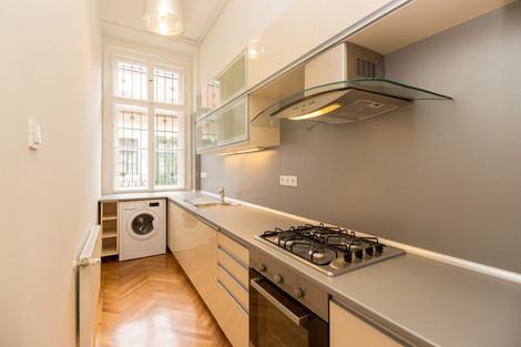 Cuisine appartement de luxe avenue Andrássy à Budapest vendu par Story's Immobilier