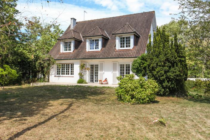 Façade villa traditionnelle avec jardin secteur forêt du Touquet vendue par Story's Immobilier