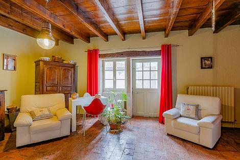 Salon dans belle maison à vendre au centre de Cluny par Story's