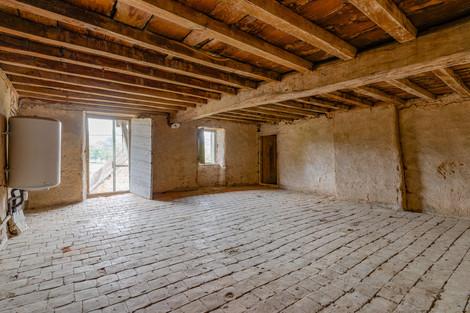 Cave avec tomettes ferme à rénover proche de Cluny avec vue dégagée à vendre par Story's Immobilier
