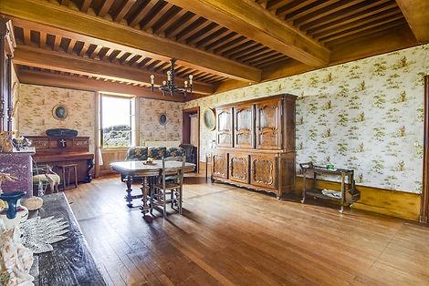 Intérieur et plafond à la française ferme rénovée vendue proche de Cluny par Story's immobilier