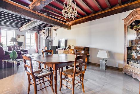 Séjour maison vendue dans le centre de Cluny par Story's immobilier