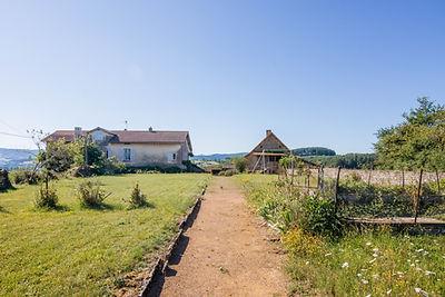 Jardin ferme rénovée vendue proche de Cluny par Story's immobilier