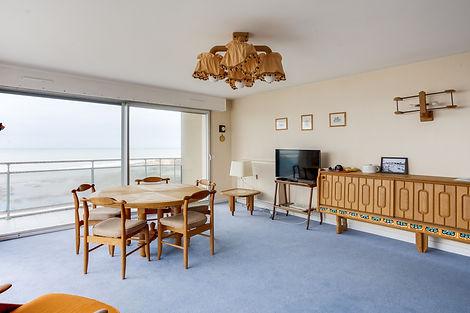 séjour avec vu appartement au Touquet face mer et vendu par Story's Immobilier