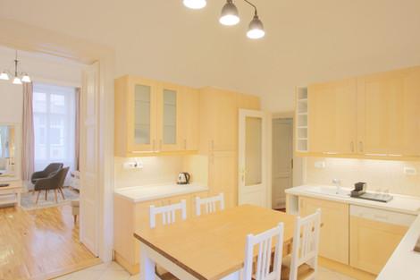 Cuisine d'immeuble appartement rue Maria Budapest vendu par Story's Immobilier