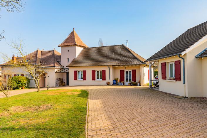 Façade maison à vendre dans le charolais par Story's immobilier