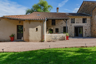 Façade maison vendue dans proche de Cluny secteur Valouzin par Story's immobilier