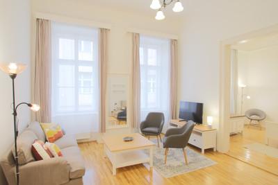 Salon appartement rue Maria Budapest vendu par Story's Immobilier