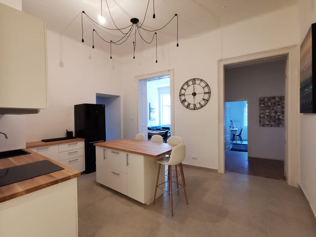Cuisine appartement Tavaszmező à Budapest vendu par Story's Immobilier