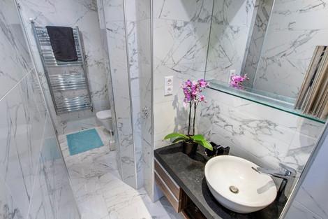Salle de bains appartement rue Horánszky Budapest vendu par Story's Immobilier