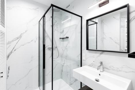 Salle de bains appartement vendu à Cracovie pour un investissement immobilier à Kazimierz par Story's Immobilier