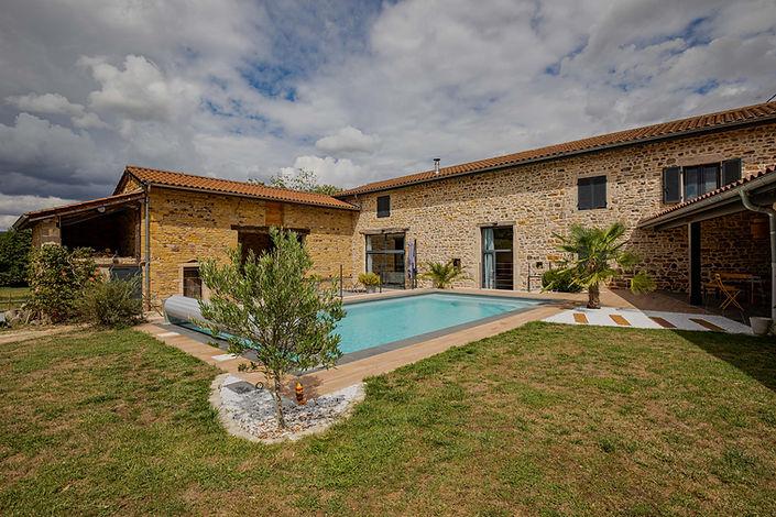 Piscine maison à vendre dans proche de Cluny secteur Valouzin par Story's Immobilier