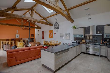 Cuisine maison vendue dans proche de Cluny secteur Valouzin par Story's immobilier
