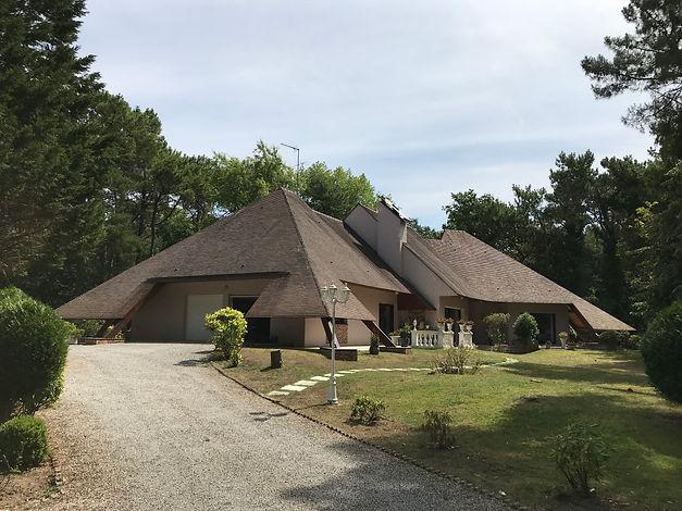 Façade villa d'architecte vendue par Story's du Touquet.