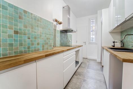 Cuisine immeuble avenue Junot d'un appartement familiale à vendre par Story's Immobilier