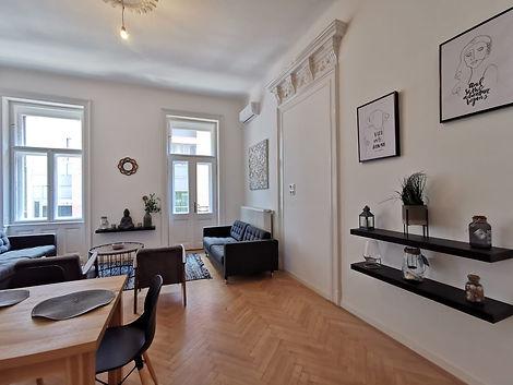 salon et fenêtre appartement Tavaszmező budapest